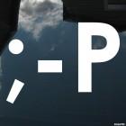 Наклейка смайлик подмигивает и показывает язык символами ;-P